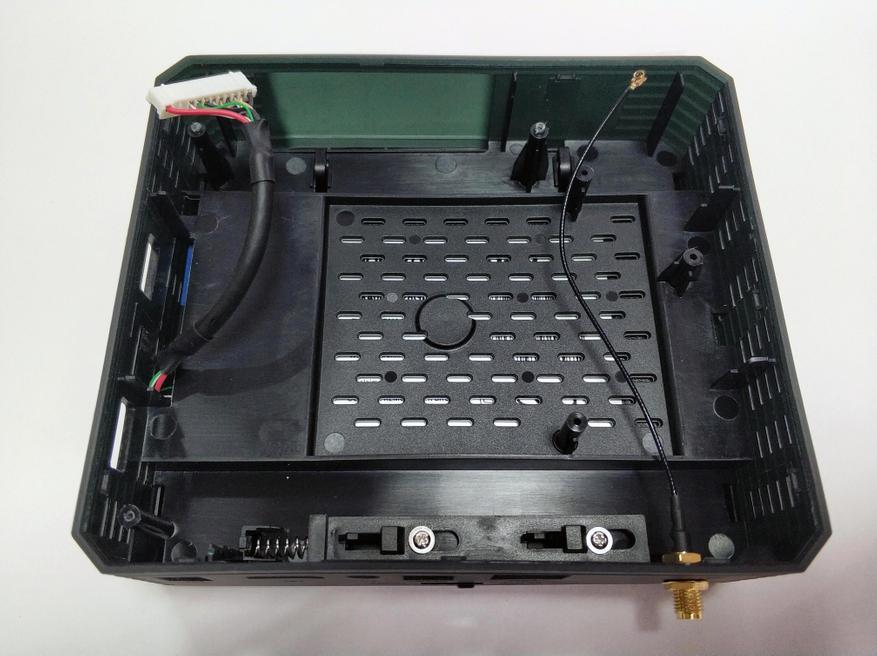 صندوق التلفزيون Magicsee N5 Plus: أملوجيك S905X3 ، خليج SSD / HDD ، MIMO 2 × 2 26