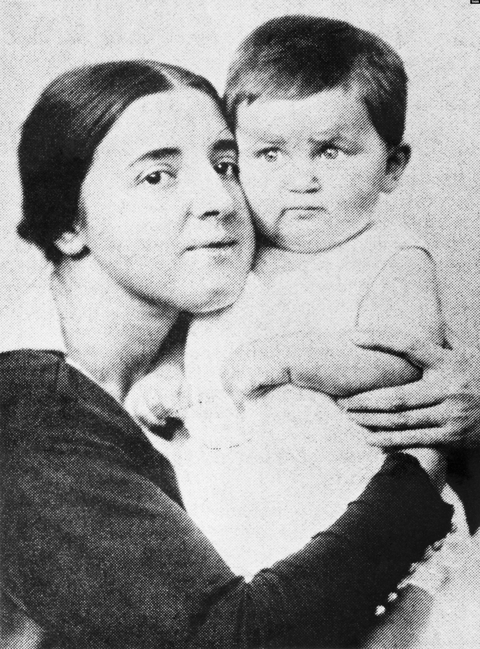 Алексей бардуков фото с женой и сыном написать рассказ